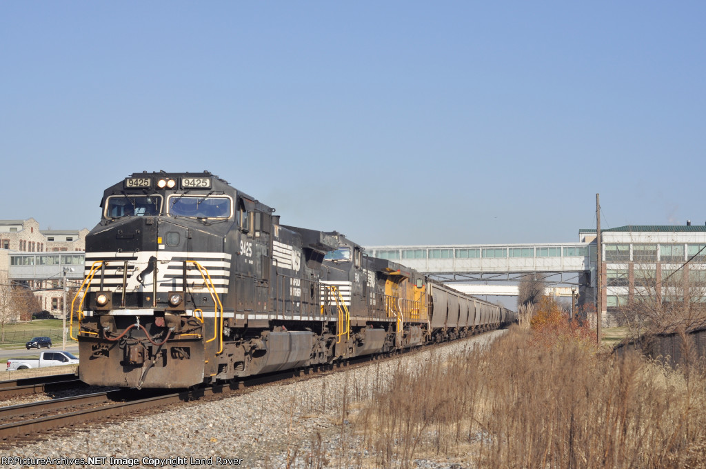 NS 9425 On NS 52 G Westbound