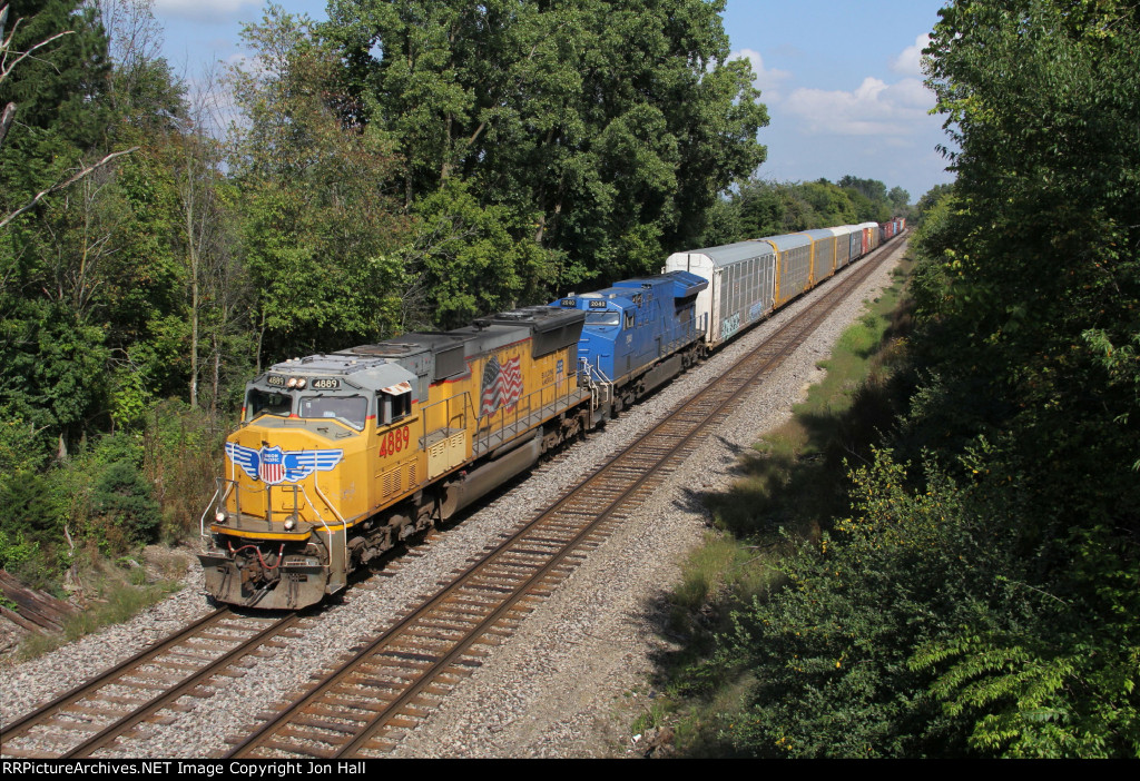 UP 4889 & GECX 2040 lead A451 toward Battle Creek