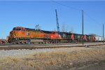 BNSF 4095 with the GALTUL tied down by the ns yard