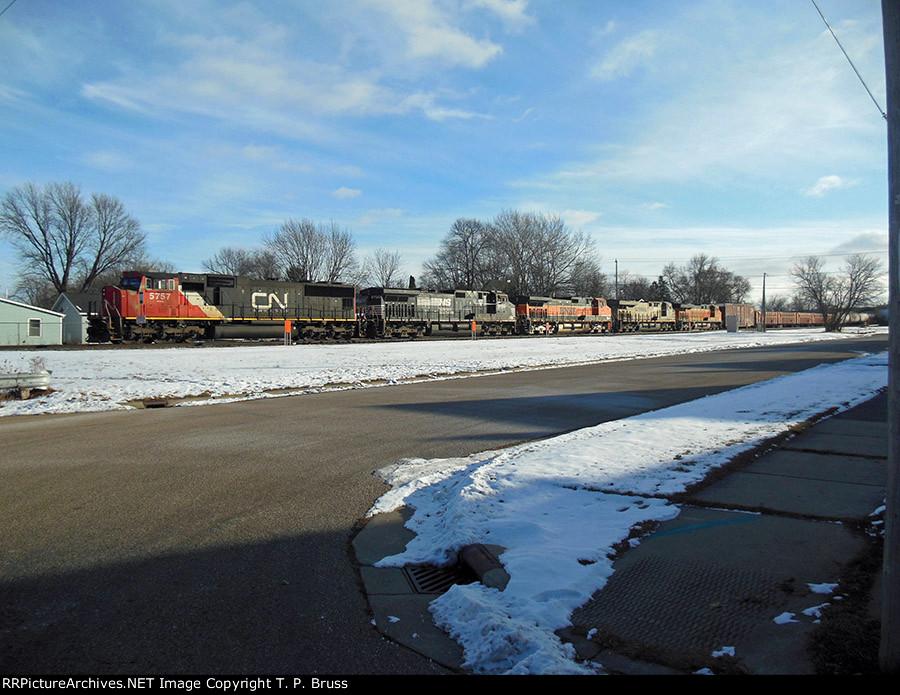 CN 5757, NS 9720, BNSF 979, CREX 1348, BNSF 7377