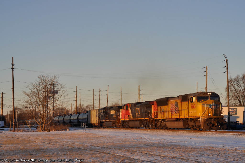 UP 3943 On NS 65 Q Eastbound ( Last Light )