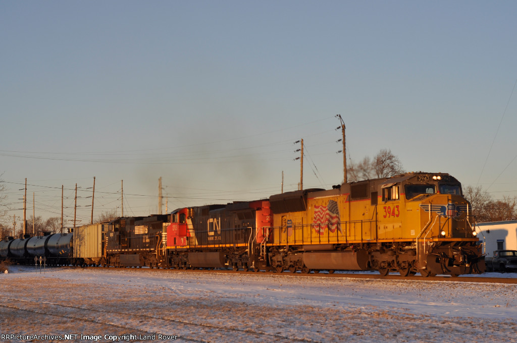 UP 3943 On NS 65 Q Eastbound On The NS ( Last Light )