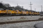 UP 8950 and other UP units shuffling around the yard