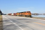 BNSF 6725 Drags the GALMEM out of Hannibal Mo.