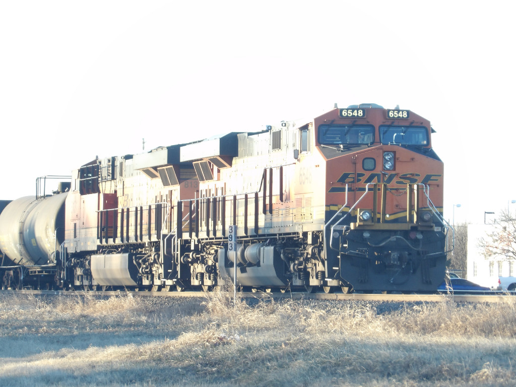 BNSF ES44C4 6548