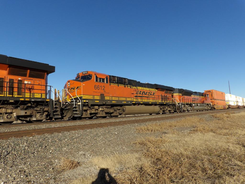 BNSF ES44C4 6612
