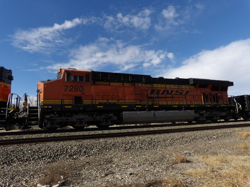 BNSF ES44DC 7280