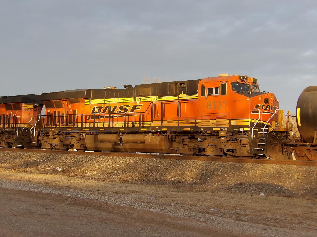 BNSF ES44C4 8131