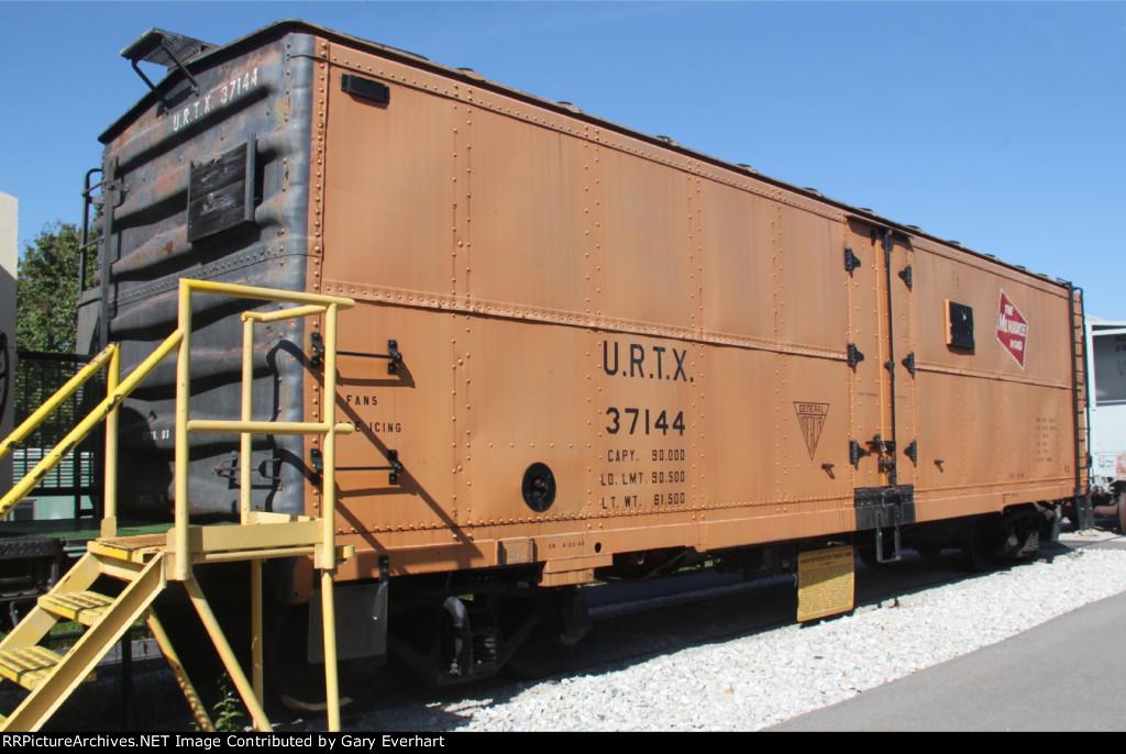URTX 37144 - URTX Reefer #37144
