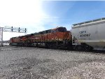 BNSF ES44C4 7037