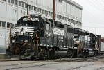 NS B05 is working on the Ameriwood siding in Dowagiac, MI