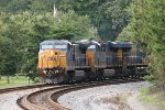 CSX C40-8W 7762 rounds the curve