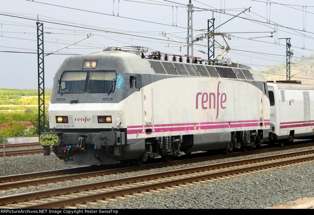 Spain: High-Performance Universal Locomotive S 252