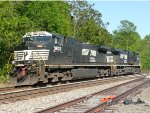 Norfolk Southern 9833 and 9780