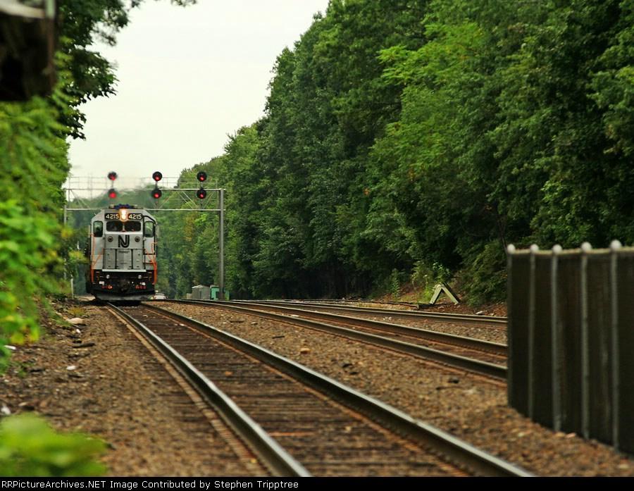 NJT 4215 leading a w/b train into Ridgewood station.