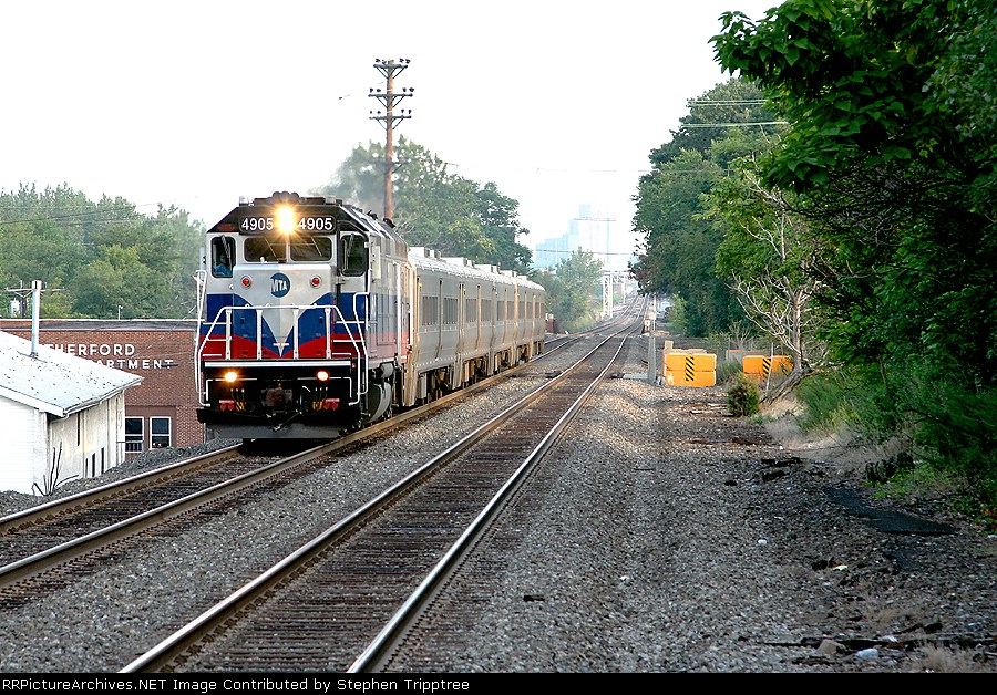 MNCW 4905 is approaching East Rutherford side of platforms.