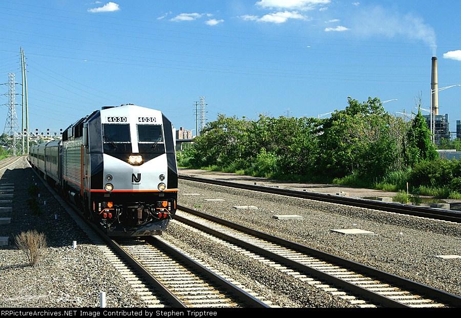 NJT 4030 pulls into Secaucus junction.