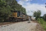 CSX SD40-3 4225 and SD40-2 8357 work the yard