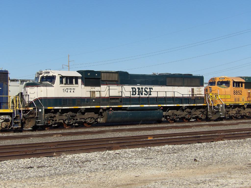 BNSF SD70MAC 9777