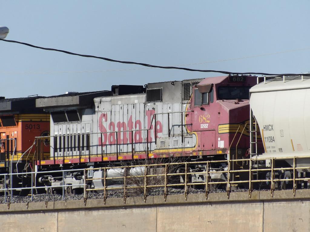 BNSF C44-9W 682