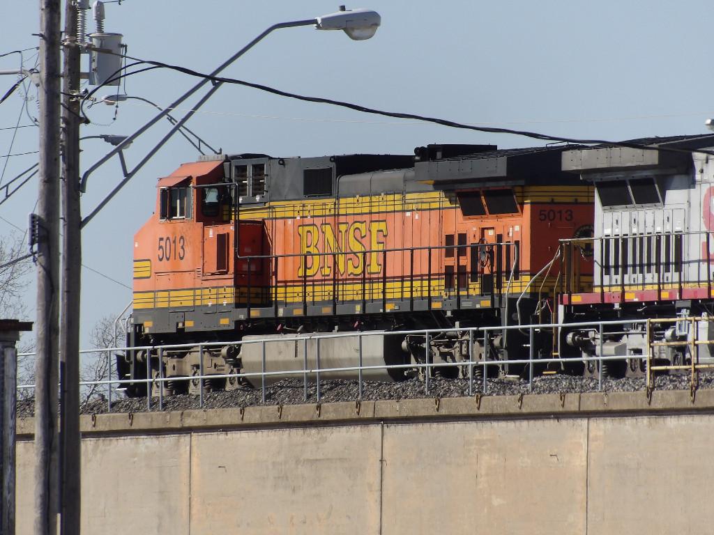 BNSF C44-9W 5013