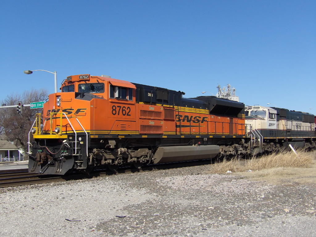 BNSF SD70ACe 8762