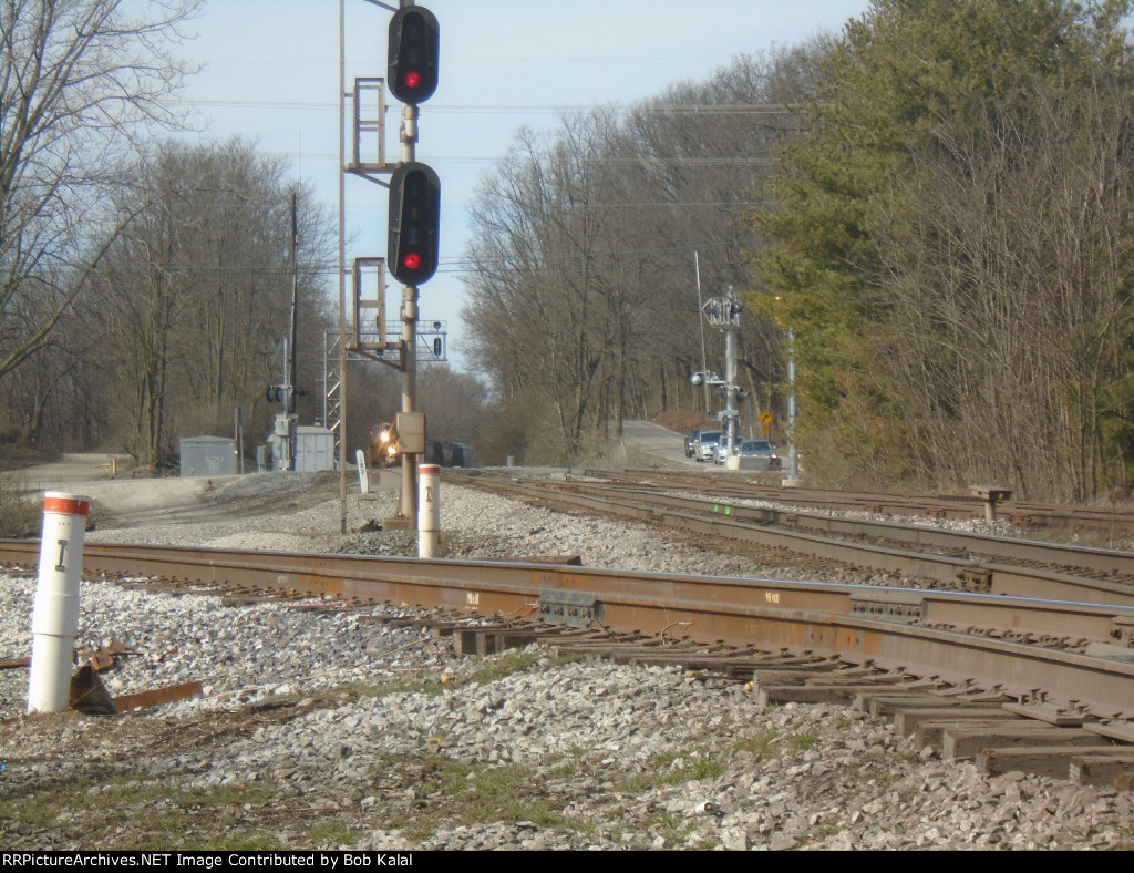 looking north at CSX 5494 with lights on & ready to roll