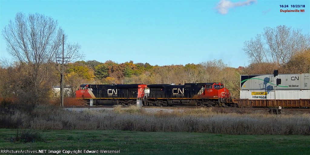 Northbound stacker rattles the CP diamonds