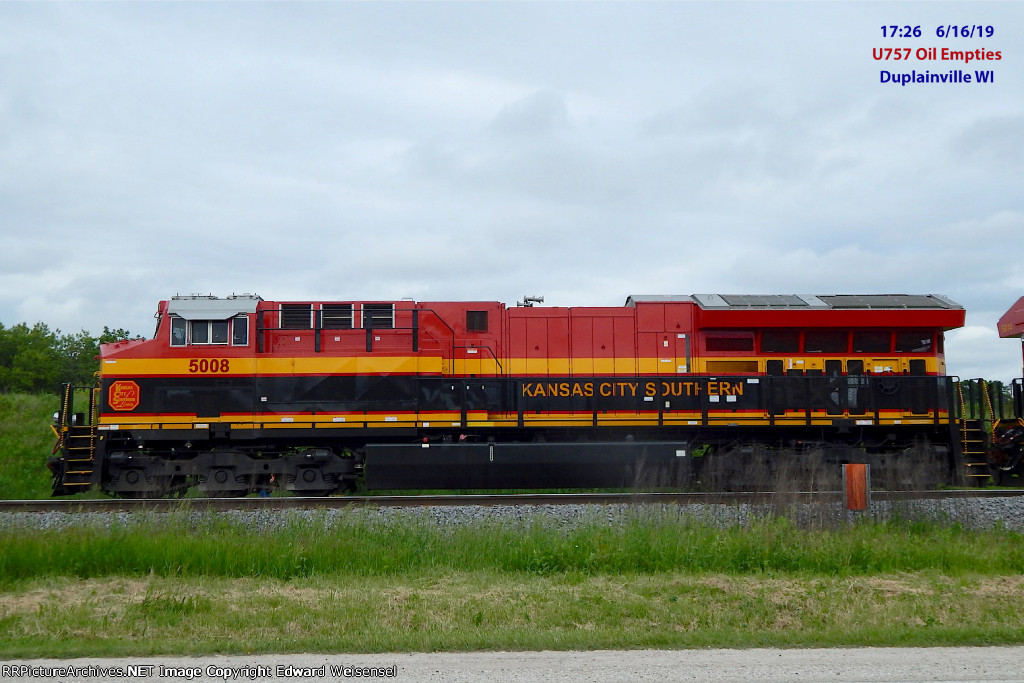 5008 and sibling 5014 arrived leading Canadian oil empties