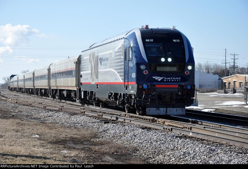 """""""Hiawatha Service"""" races north to station stop"""