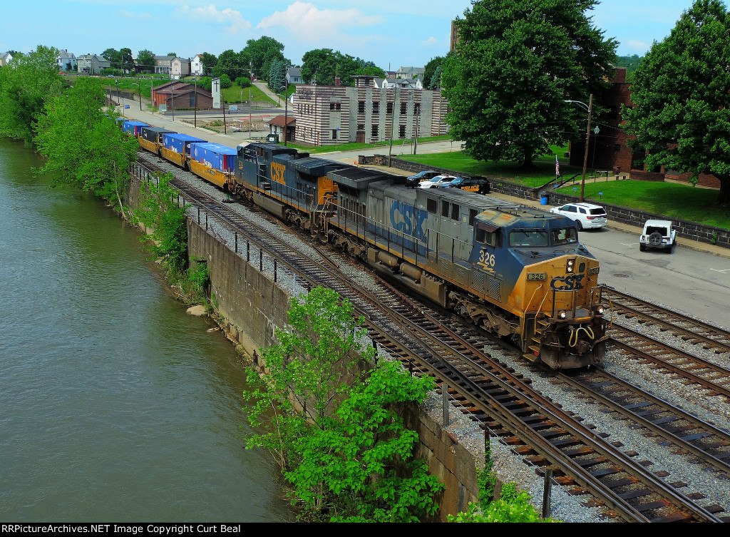 CSX 326 and 334