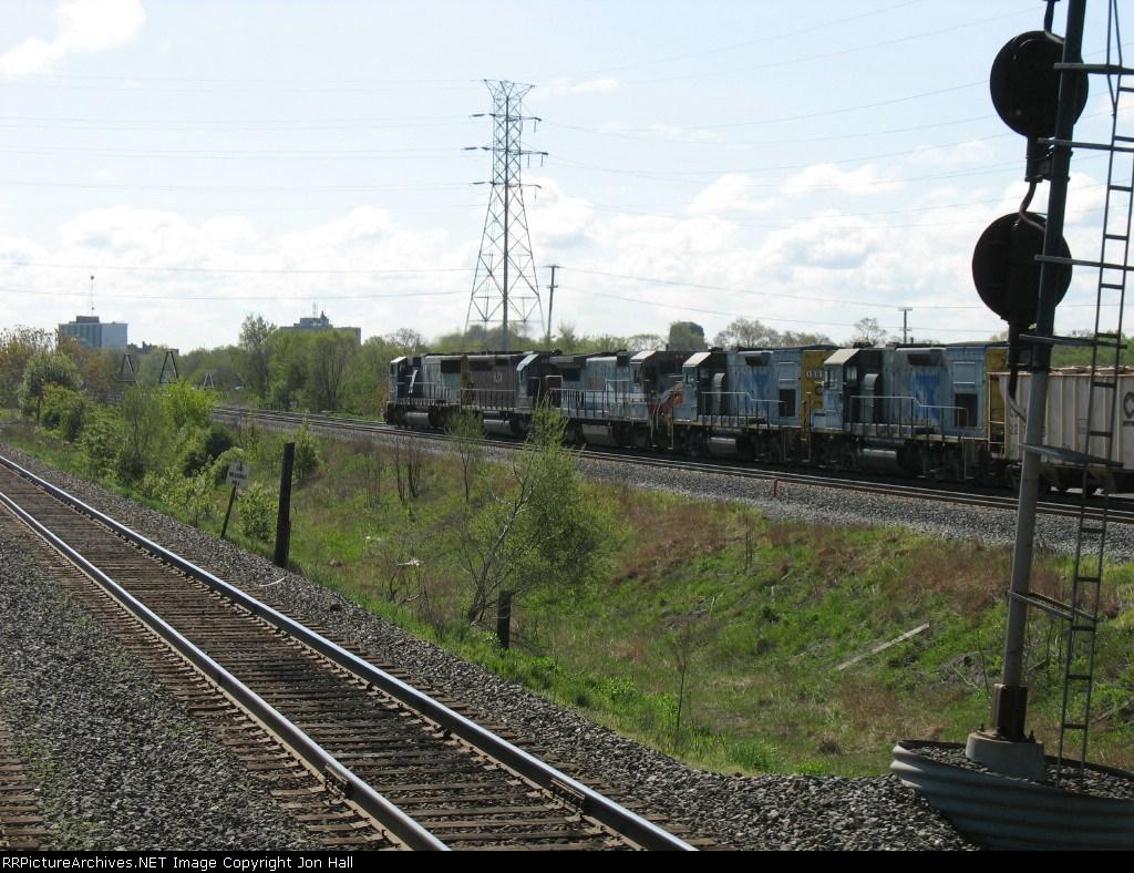 CSX 1513 & 1505 following behind RLCX 8508, HLCX 6525 & CSX 8763