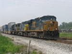 CSX 5205 leading 2 and 762