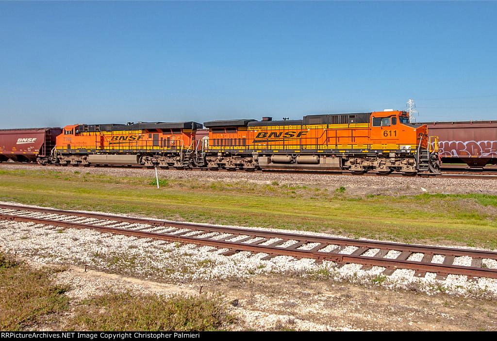 BNSF 611 and BNSF 7769 Lead G-PHPLDH9-08