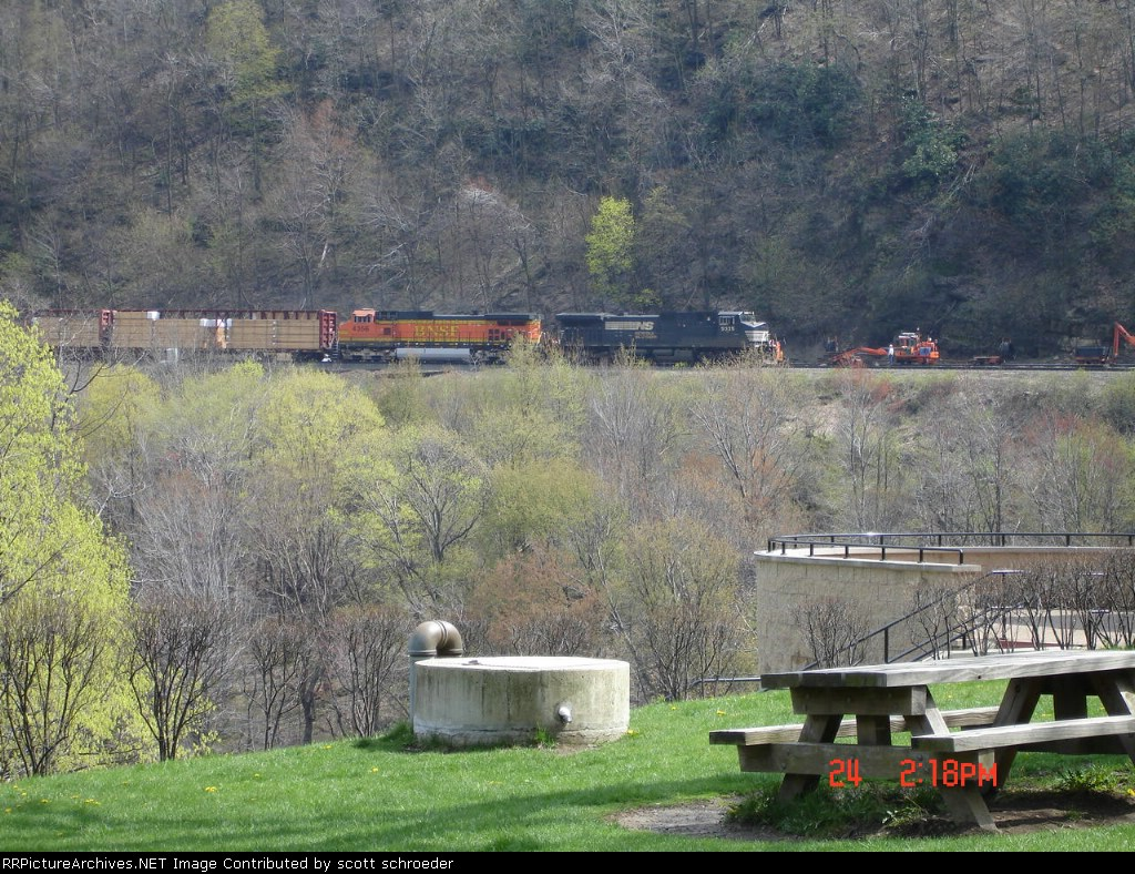 NS 9335 & BNSF 4356 head EB on the west side of the curve