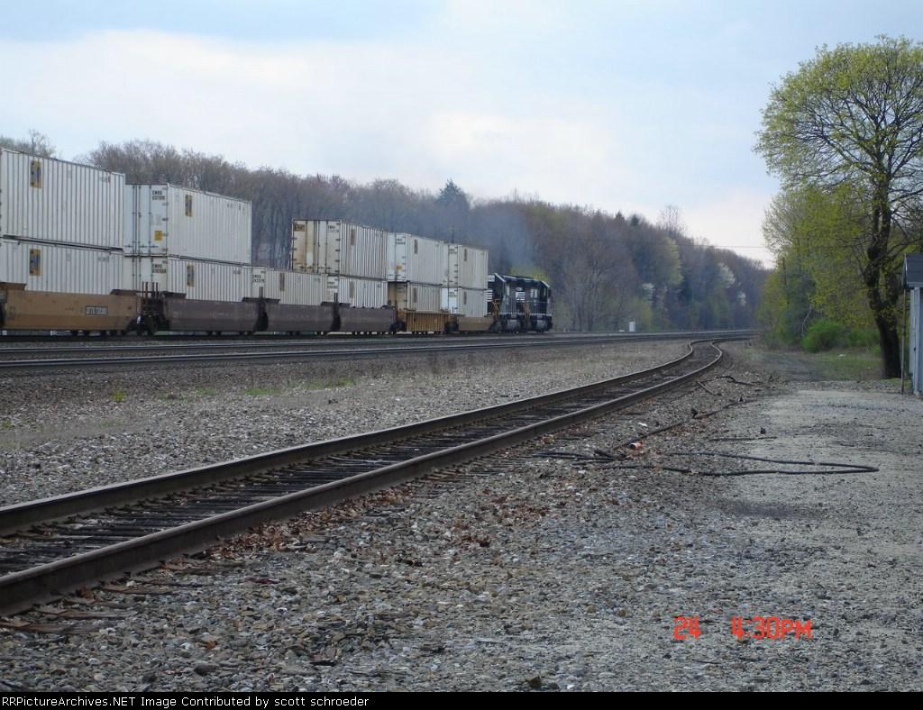 NS 3343 & NS 3363 push this EB COFC Train