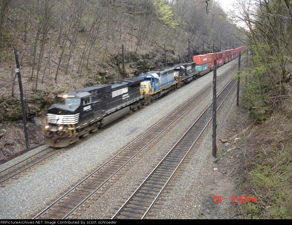 NS 9502, CSX 8406 & NS 6631 head EB