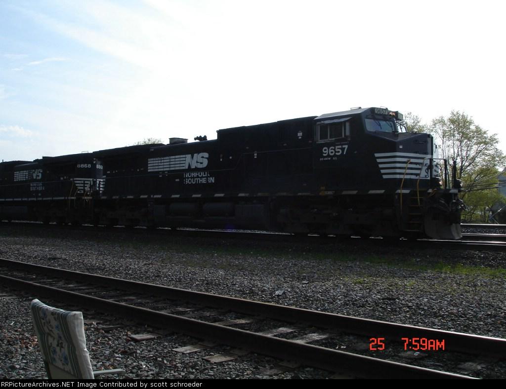 NS 9657 & NS 8868 head WB w/NS Train 11A