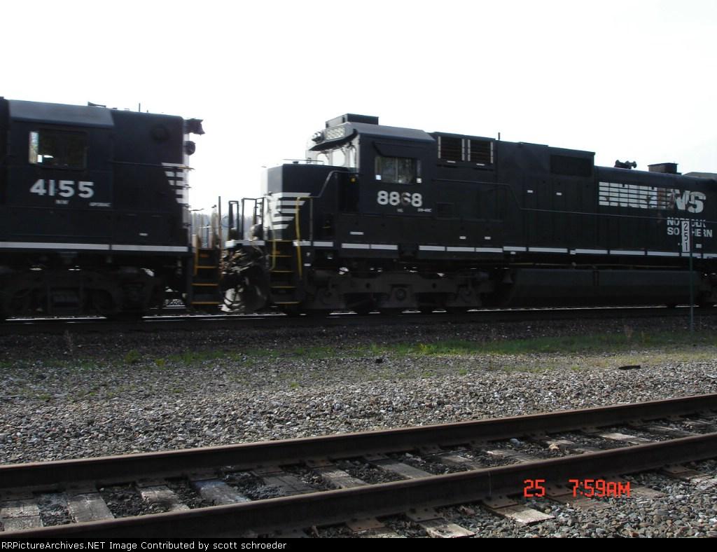 NS 8868 runs long hood forward WB on NS Train 11A