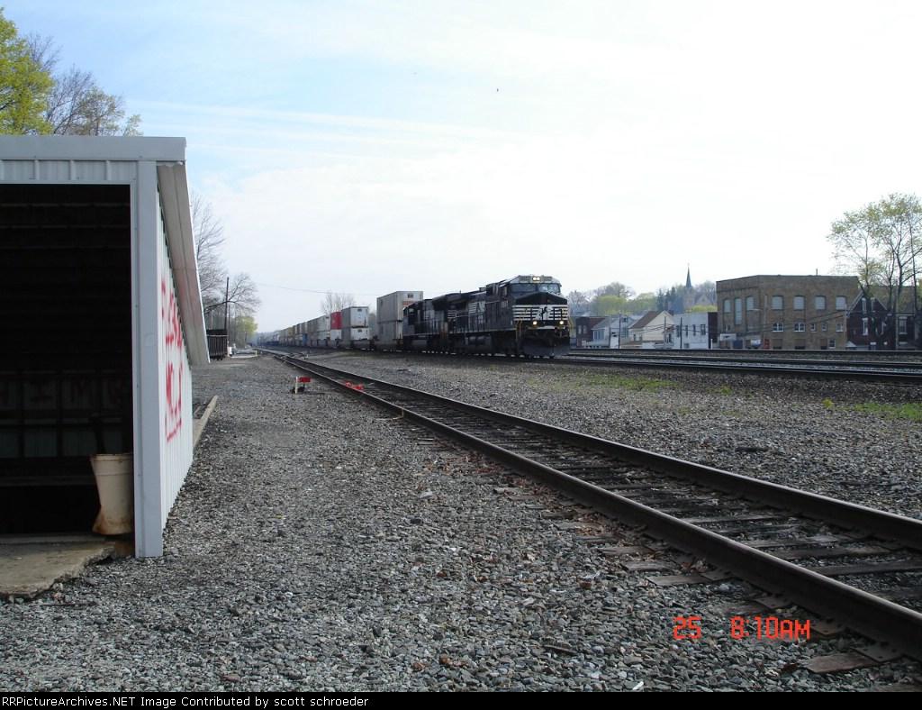 NS 9957 & NS 2644 head WB w/NS Train 21Q
