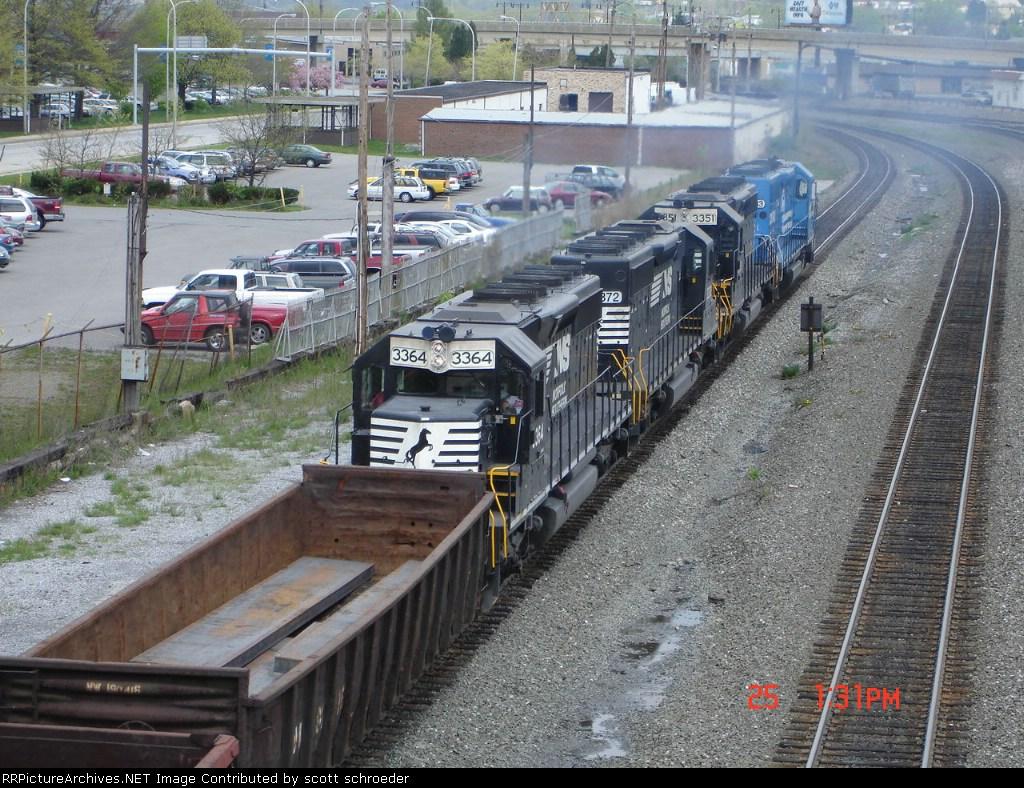 NS 3364, NS 3372, NS 3351 & NS 3433 all push this WB steel slab Gondola Train