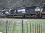 NS 6682 runs long-hood forward EB