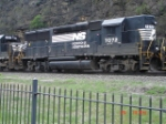 NS 7072 running high short hood forward EB
