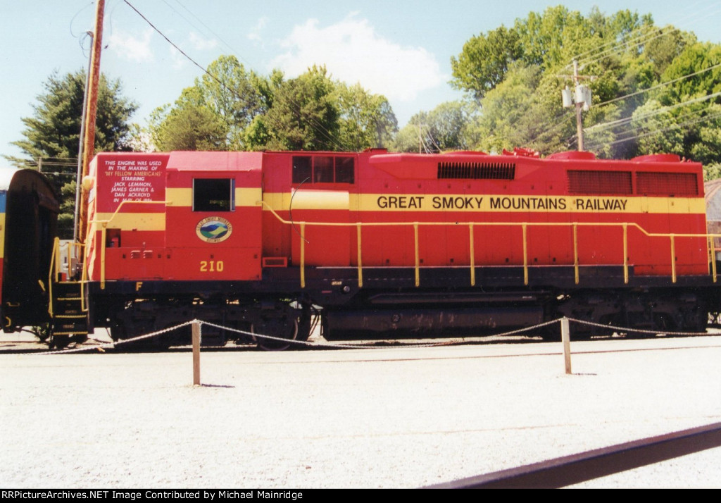 Great Smoky Mountains Railway GP35 210