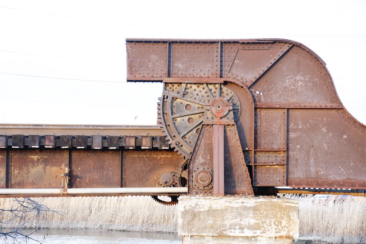 Bellmans Creek rolling lift (o.o.s. - counterweights cutoff & straight railed)