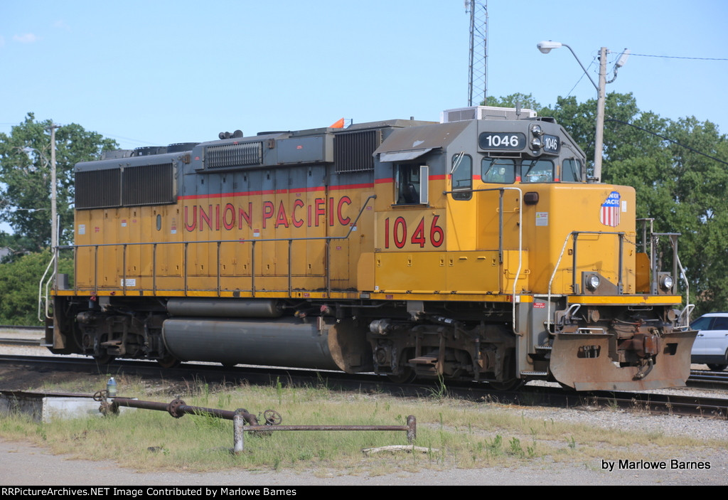 UP 1046 sits quietly in the UP OKC Yard while the leased units do all the work