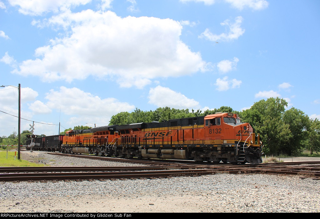 BNSF 8132 leads NB coke train at Tower 26