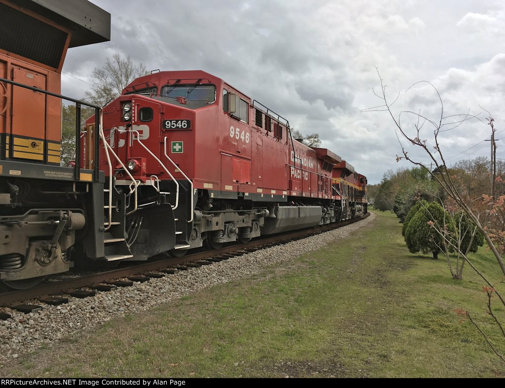 CP 9546 and KCS 4780 wait for green