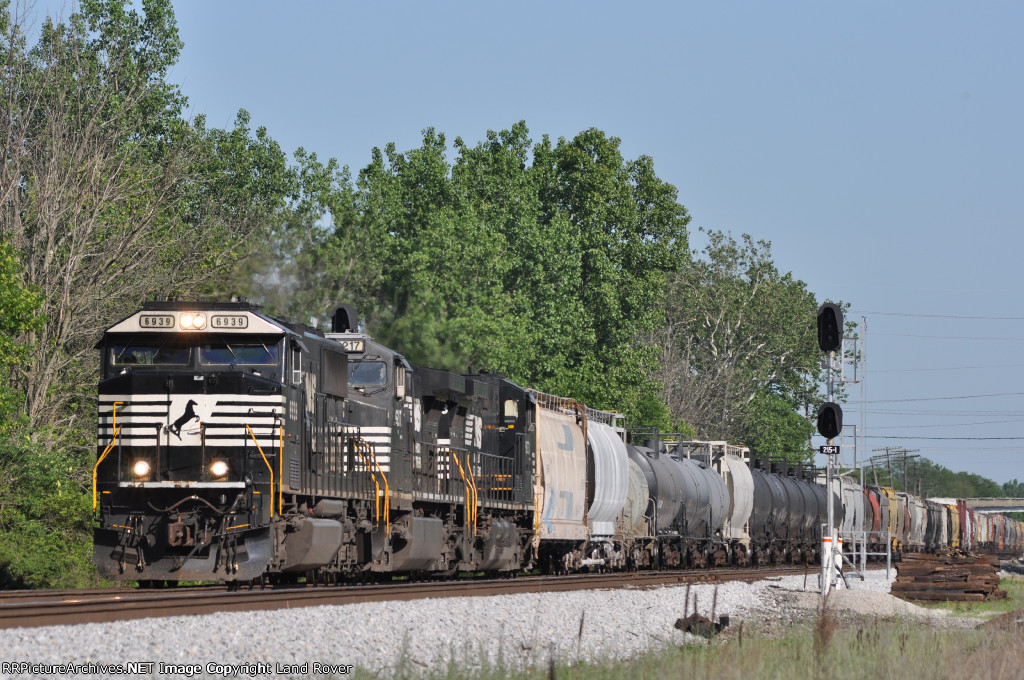 NS 6939 On NS 174 Northbound At Wayne Yard