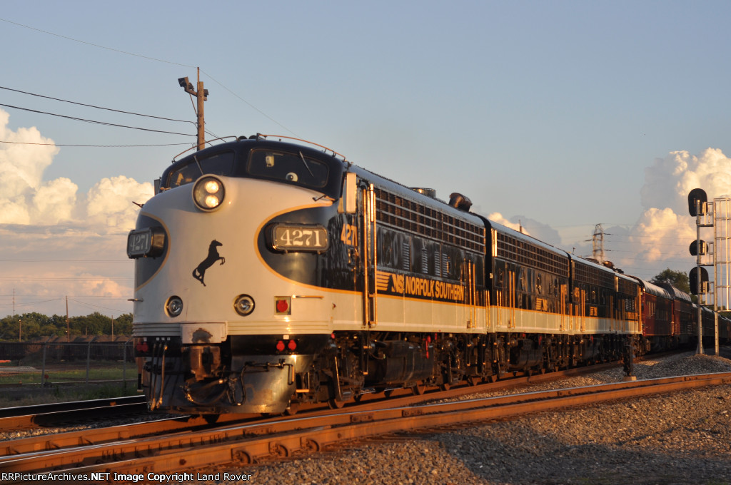 NS 4271 On NS 956 Eastbound